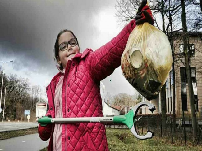 Menina de 9 anos viaja mais de 1000 km para retirar plástico das praias