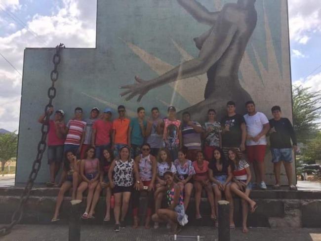 Escola Francisco Amaral Lima promove aula de campo em Redenção-CE