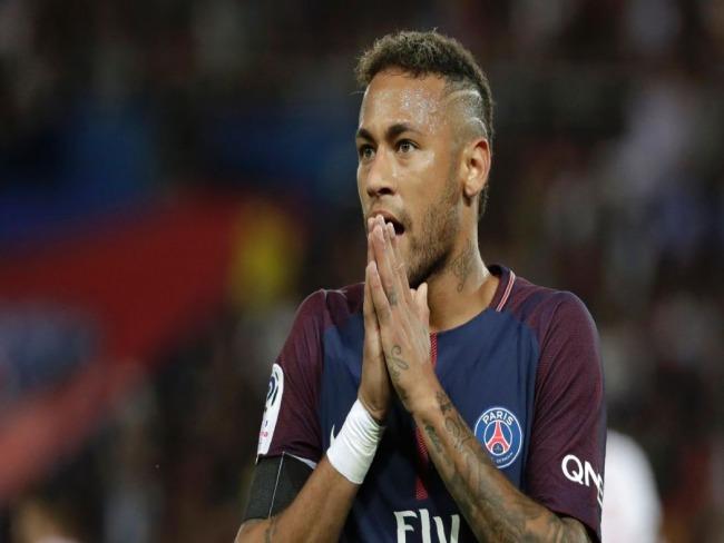 Neymar poderá manter parafuso no pé pela vida toda, diz médico