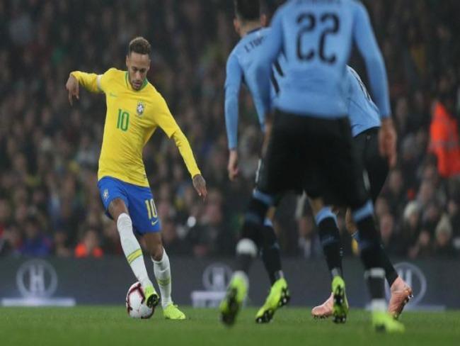 Brasil passa sufoco, mas vence Uruguai por 1x0