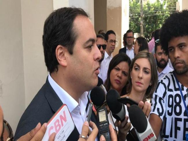 Paulo Câmara diz que novos secretários precisam ter 'espírito de entrega'