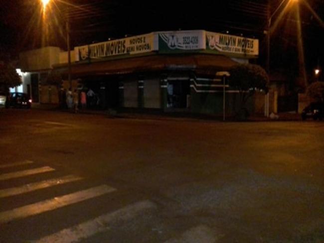 Incêndio na loja Milvin Móveis mobilizou bombeiros na noite de sábado em Goioerê