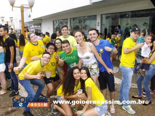 Goioerenses fizeram a festa para comemorar a vitória do Brasil na copa