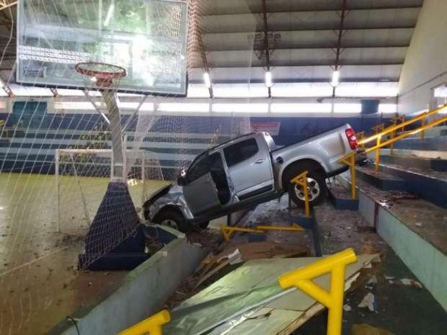 Caminhonete invade ginásio e mata secretário de esportes em Assis Chateaubriand