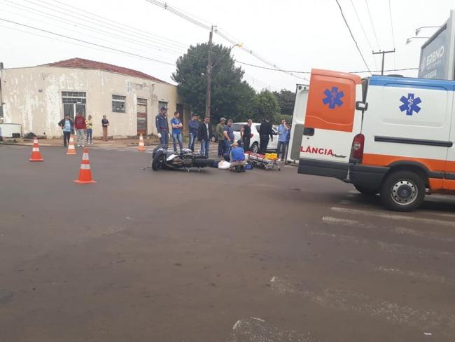 Acidente  entre carro e moto deixa jovem ferido em Goioerê