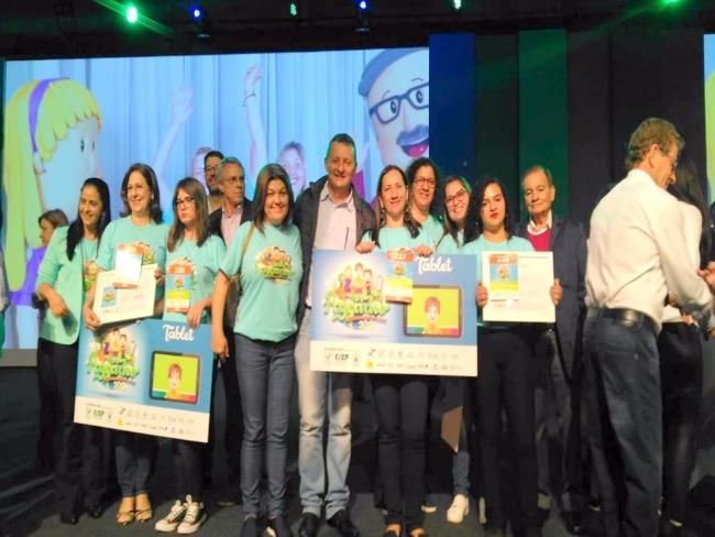 Em Curitiba Pedro Coelho participação da premiação do Concurso Agrinho tendo goioerense entre os primeiros colocados