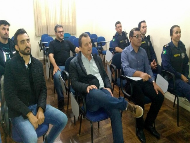 Prefeito Pedro Coelho e vereadores estiveram na Guarda Municipal de Arapongas, visando implantação em Goioerê