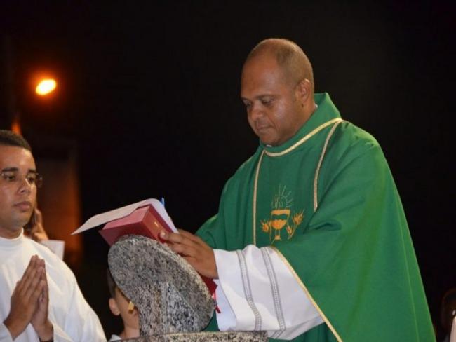 Padre Adalto Filho toma posse em Betânia do Piauí
