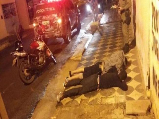 Suspeitos de roubo e tentativa de assalto são presos em avenida de Picos