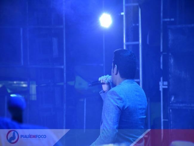 Show de Léo Magalhães encerra a 5ª Edição do Picos Fest Berro em Picos; mais de dois milhões foram movimentados entre BNB e criadores