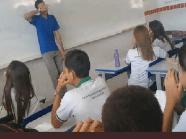 Há dois meses sem salário, professor chora ao ganhar R$ 400 de alunos