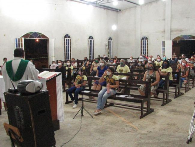 Igreja da Imaculada recebe arquibancada e retoma celebrações durante a pandemia