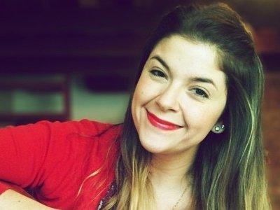 Biografia: Laura Souguellis, Beleza e talento de uma cantora cristã