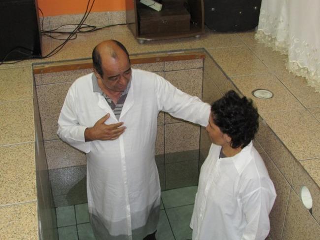 Batismo nas Águas atendimento feito pelo pastor online